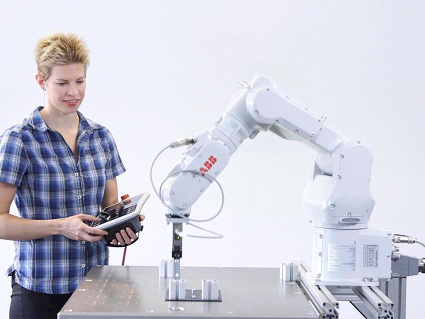 ABB'nin Endüstriyel Robotları Kolay Programlama Sihirbazı Yazılımına Sahip Oluyor